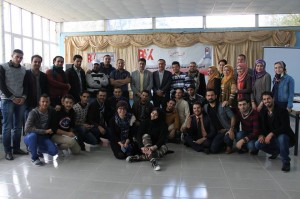 المشاركون بالمخيم الشبابي في شقلاوة ..برنامج كلنا مواطنون ..في صورة جماعية مع قائممقام شقلاوة في اربيل شمال العراق