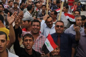 الفقيد فاضل سلطان وهو يقود تظاهرات الديوانية (180 كم جنوب بغداد)